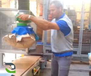 Handling solution for palletizing bags at the end of the production line