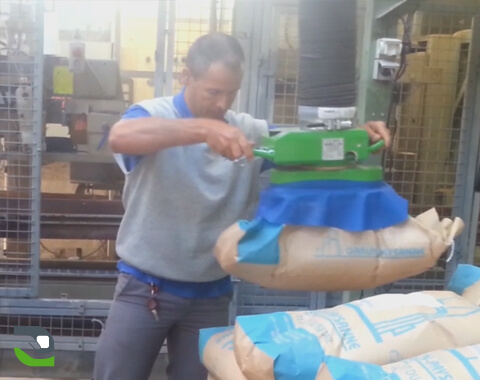 Handling assistance for bags of cement - Manut-LM