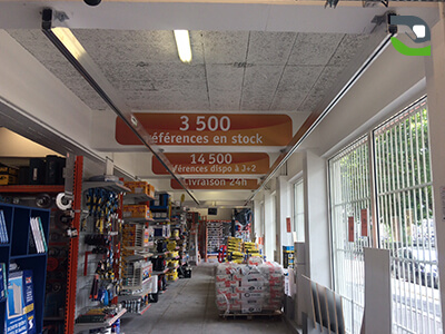 Overhead handling crane for commercial, retail spaces and large DIY stores
