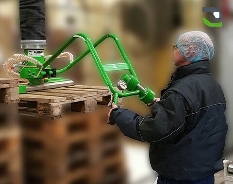 Assistance in the manual handling of pallets