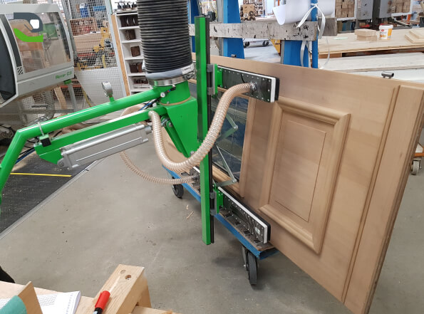 Master Plus tilting option for pivoting doors easily