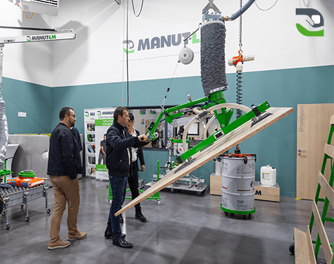 Manut-LM's 150 sq m showroom
